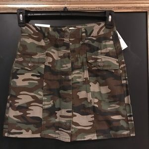 NWT camouflage skirt size Small